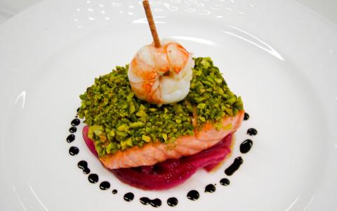 Trancio di salmone con pistacchio di Bronte e cipolla rossa di Tropea
